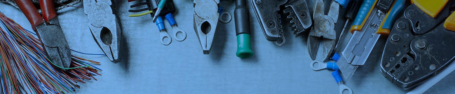Outillages professionnels : perceuses, visseuses, meuleuses, pinces...